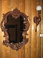 Зеркало и бра