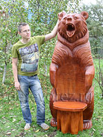 Садовая мебель. Резное кресло-медведь из бревна