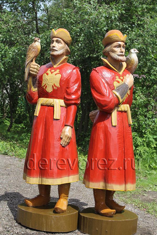 Сокольничий - скульптурная резьба по дереву